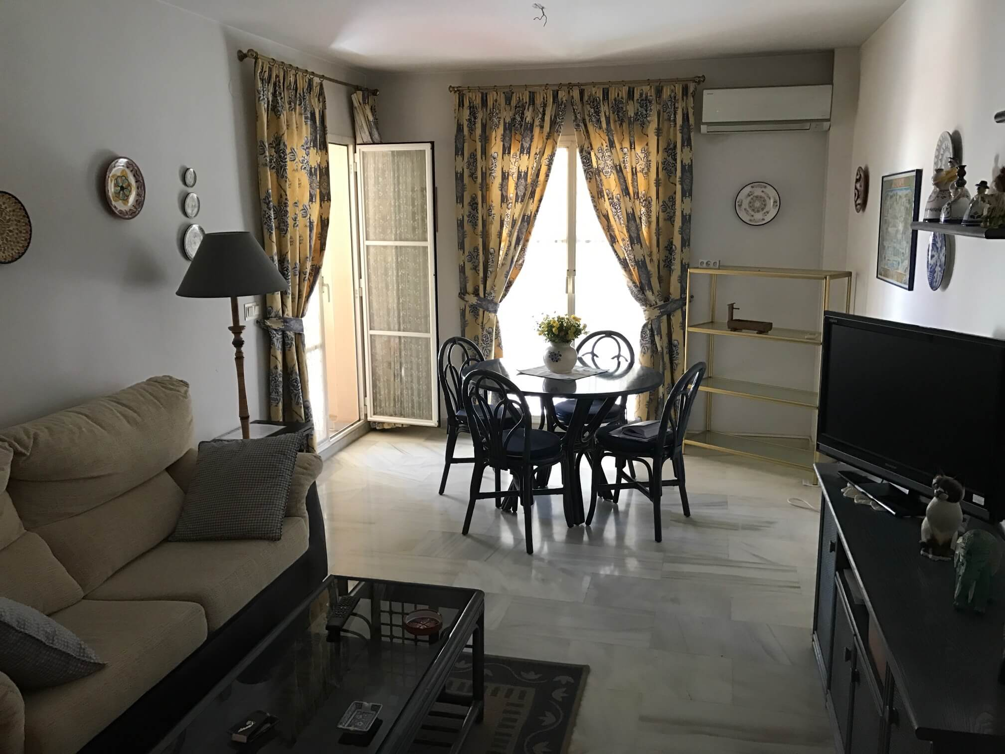 3V-172 3 BEDROOM APARTMENT WITH TERRACE AND IN THE TOWN´S CENTER !